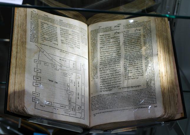 Hamisha Humshei Torah - Printed in 1561