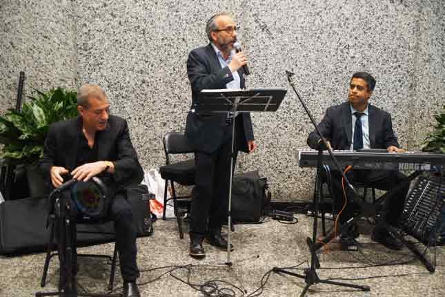 Hazan Marc Hazan entertaining the crowd with traditional Moroccan tunes.